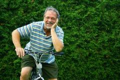 Aîné et bicyclette Image stock