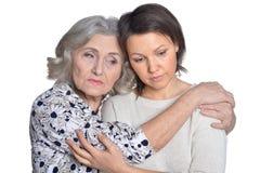 Aîné et jeune femme tristes Photos stock