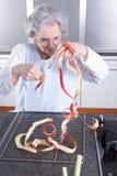 Aîné féminin actif dans la cuisine Photographie stock