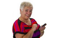 Aîné féminin avec son smartphone Photo stock