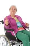 Aîné féminin dans le fauteuil roulant Photographie stock libre de droits