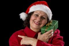 Aîné féminin de sourire avec Santa Claus Cap rouge Image libre de droits
