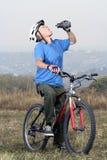 Aîné faisant du vélo d'Active Image libre de droits