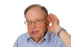 Aîné mâle avec la main sur l'oreille Photographie stock