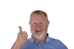 Aîné masculin riant tenant des pouces  Photos stock