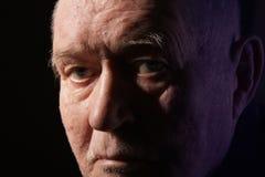 Aîné sérieux de vieil homme Photo stock