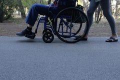 Aîné sur le fauteuil roulant Images libres de droits