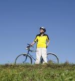 Aîné sur le vélo Photo libre de droits