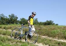 Aîné sur le vélo Photographie stock libre de droits