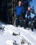 Aînés détendant en hiver Images libres de droits