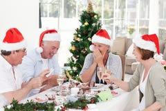 Aînés le jour de Noël à la maison Photographie stock libre de droits