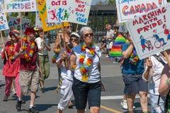 Aînés marchant en Pride Parade Photographie stock