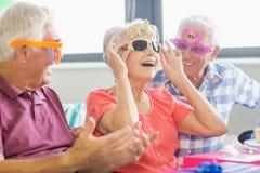 Aînés portant les lunettes drôles Image libre de droits