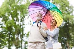 Aînés sous le parapluie Photos libres de droits