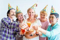Aînés sur une fête d'anniversaire Photos libres de droits