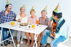 Aînés sur une fête d'anniversaire Image stock