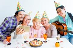 Aînés sur une fête d'anniversaire Images stock
