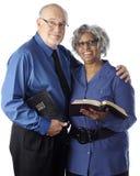 Aînés Toting de bible Photographie stock libre de droits