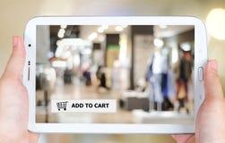 Añada al carro en la pantalla de la tableta, negocio, comercio electrónico Fotografía de archivo