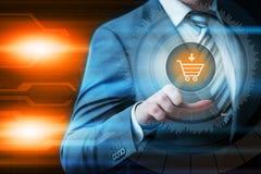 Añada al concepto en línea del comercio electrónico de la compra de la tienda del web de Internet del carro Fotos de archivo libres de regalías