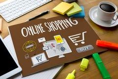Añada a las compras en línea del pago de la orden del carro de la tienda de la tienda en línea de la compra Fotos de archivo