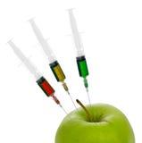 Añadidos químicos en comida GM, manzana adulterada Aislado Imágenes de archivo libres de regalías