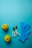 Añadidos químicos en comida o concepto genético modificado de la fruta Imagen de archivo libre de regalías