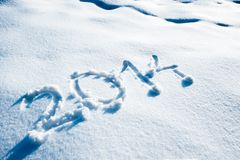 Año 2014 escrito en nieve Foto de archivo