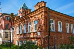 Año de dos pisos de la casa del ladrillo de la construcción 1911 novosibirsk Imagen de archivo libre de regalías