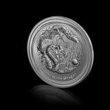 Año de dragón. moneda de plata en negro Fotos de archivo