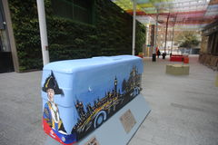 Año de la estatua del autobús en Londres Imagen de archivo libre de regalías