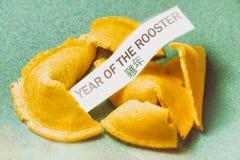 Año de la galleta de la suerte del gallo Fotografía de archivo libre de regalías