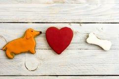 Año del perro amarillo Una composición del pan de jengibre dulce Imagen de archivo libre de regalías