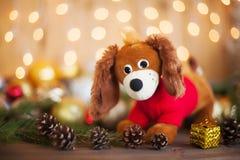 Año del perro en horóscopo, decoraciones de la Navidad Fotos de archivo libres de regalías
