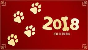 Año del perro Rastros de oro en estilo del grunge Números en un fondo rojo con un modelo Zodiaco chino El símbolo del año Imagen de archivo