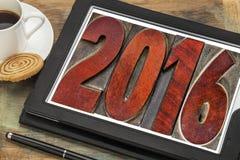 Año 2016 en el tipo de madera del vintage en la tableta Foto de archivo