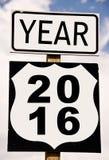 Año 2016 escrito en roadsign Fotos de archivo