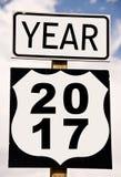 Año 2017 escrito en roadsign americano Imágenes de archivo libres de regalías