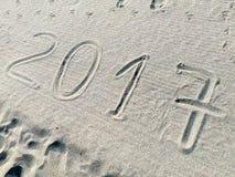 Año 2017 exhausto en la arena Fotos de archivo