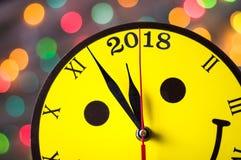 Año inminente 2018o del reloj sonriente de la cara Fotografía de archivo