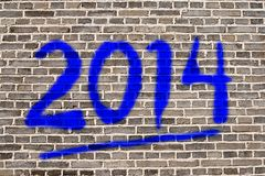 Año 2014 marcado con etiqueta en la pared de piedra Foto de archivo libre de regalías