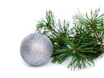Año Nuevo, bolas de la Navidad y pino Imagen de archivo
