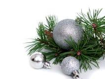 Año Nuevo, bolas de la Navidad y pino Fotos de archivo libres de regalías