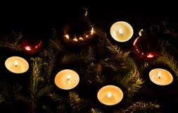 Año Nuevo Bolas y velas de la Navidad Fotos de archivo libres de regalías