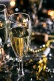 Año Nuevo: Año burbujeante de Champagne To Toast The New Foto de archivo libre de regalías