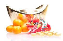 Año Nuevo chino con el dragón y el lingote Imágenes de archivo libres de regalías