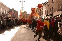 Año Nuevo chino de Liverpool - Dragon Dance Imagen de archivo libre de regalías