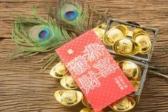 Año Nuevo chino del oro chino y del sobre rojo Foto de archivo libre de regalías