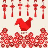 Año Nuevo chino feliz 2017 del gallo rojo con la decoración y las flores Imagen de archivo libre de regalías