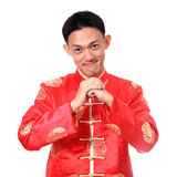 Año Nuevo chino feliz Hombre asiático joven con el gesto del congratul Fotografía de archivo